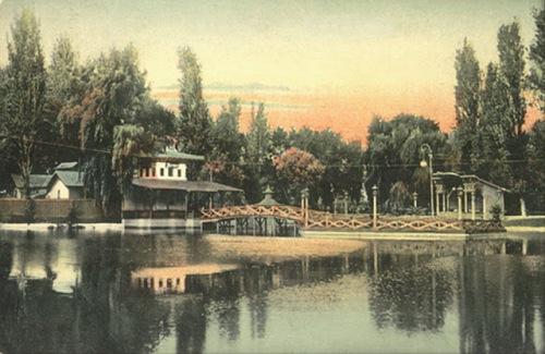 02. Gradina Cismigiu. Lacul, si restaurantul Monte Carlo